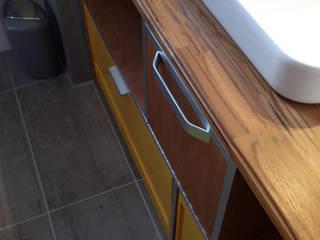 Aménagement sur-mesure d'une salle d'eau (Talence, 33):  de style  par JM Design Ameublement