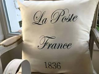 Almohadon .La Poste France. de Lola Eme Deco Clásico