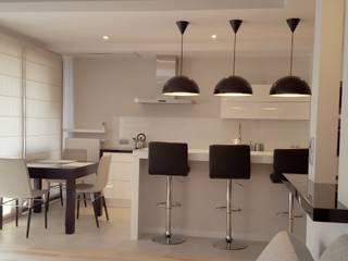 Spokojny apartament na Pańskiej w Warszawie: styl , w kategorii Kuchnia zaprojektowany przez Project Art Joanna Grudzińska-Lipowska