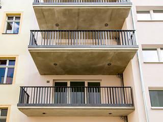 Terrazza in stile  di Hildebrandt Architekten