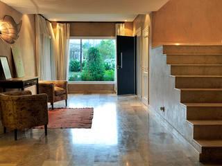 Modern corridor, hallway & stairs by JUNOR ARQUITECTOS Modern