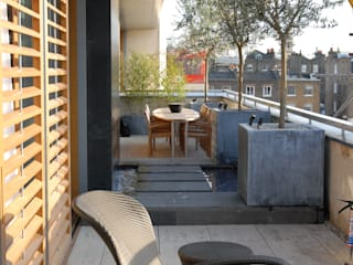 A city balcony Modern Terrace by Bowles & Wyer Modern