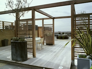 A city roof terrace, Hampstead:  Terrace by Bowles & Wyer