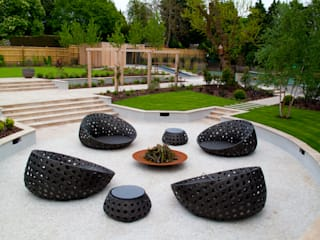 A private garden, Surrey:  Garden by Bowles & Wyer