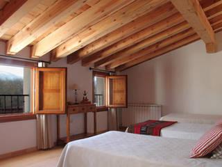 Country style bedroom by Jacobo Lladó Estudio de Arquitectura Country