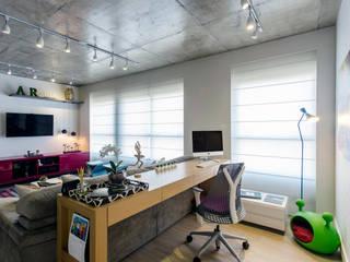 Modern study/office by Adriana Pierantoni Arquitetura & Design Modern