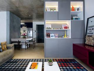 Adriana Pierantoni Arquitetura & Design 现代客厅設計點子、靈感 & 圖片