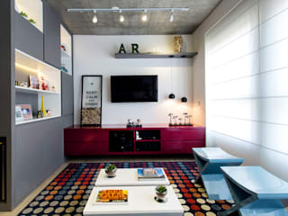 Modern Media Room by Adriana Pierantoni Arquitetura & Design Modern