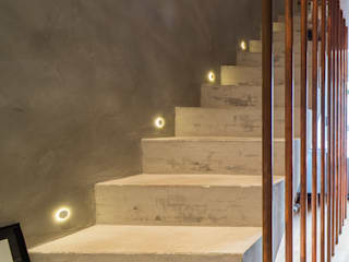 Casa100 Arquitetura Modern corridor, hallway & stairs