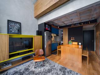 ห้องนั่งเล่น by Casa100 Arquitetura