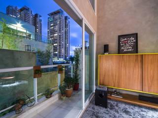 apto cobre/blue: Terraços  por Casa100 Arquitetura,