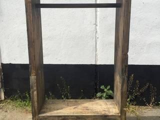 Reclaimed wooden wardobe: industriell  von Kentholz,Industrial