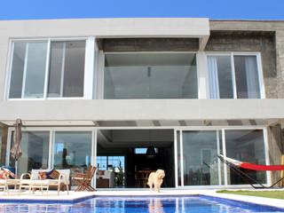 BOSQUES V7 Piscinas modernas por MARTIN arquitetura + engenharia Moderno