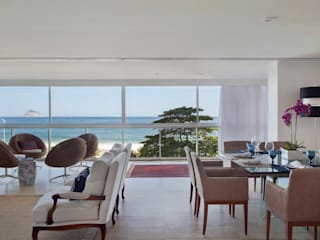 Tropical style dining room by Froma Arquitetura Tropical