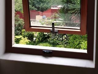 Fenster von Productos Cristalum
