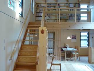 両親のための小さな離れ: 上野貴建築研究所が手掛けた寝室です。