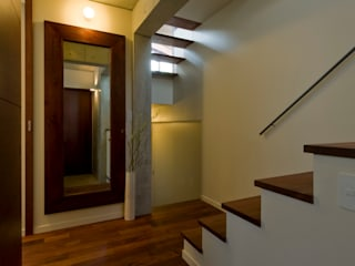 Corridor & hallway by アール・アンド・エス設計工房