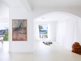 Minimalist walls & floors by ISLABAU constructora Minimalist