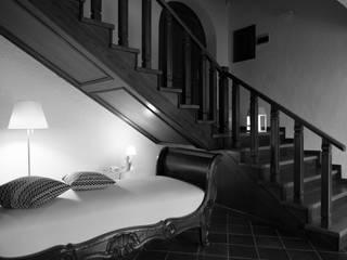 Minimalist corridor, hallway & stairs by design-puntoacapo / laboratorio creativo Minimalist