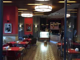 Emre Doğ Mimarlık – FOODIES Brasserie:  tarz Koridor ve Hol
