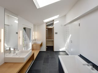 Möhring Architekten Modern style bathrooms