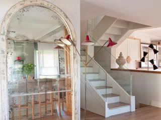 Eclectic style corridor, hallway & stairs by BELEN FERRANDIZ INTERIOR DESIGN Eclectic