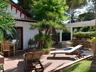 Modern garden by danielainzerillo architetto&relooker Modern