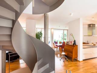 Soggiorno in stile in stile Moderno di Hildebrandt Architekten