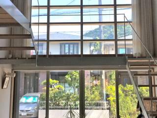 羽鳥の家 House in Hatori モダンスタイルの 玄関&廊下&階段 の 一級建築士事務所 本間義章建築設計事務所 モダン
