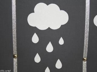 Pêle-mêle photo déco chambre enfant 'Jour de pluie':  de style  par AtelierNat