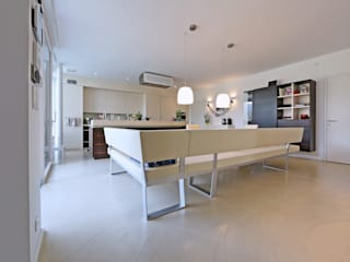 Bodenoberfläche für Wohnbereiche: moderne Küche von IBOD Wand & Boden