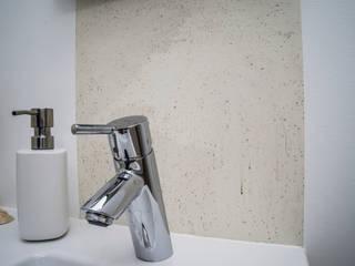 Wandgestaltung im Bad: moderne Badezimmer von IBOD Wand & Boden