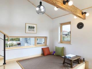 좌식 응접실: 주택설계전문 디자인그룹 홈스타일토토의  다이닝 룸
