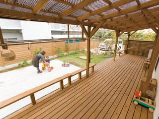 Eclectic style balcony, veranda & terrace by 株式会社粋の家 Eclectic
