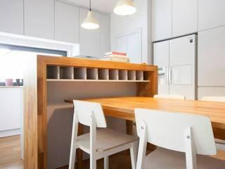 Kasztanowa - niezwykły dom dla niezwykłych ludzi Minimalistyczna jadalnia od ABU Wnętrza Minimalistyczny
