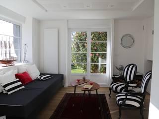 Livings de estilo  por Ad Hoc Concept architecture