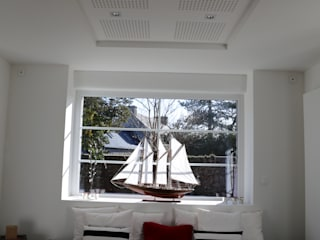 Moderne Wohnzimmer von Ad Hoc Concept architecture Modern