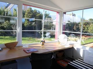Phòng học/văn phòng phong cách hiện đại bởi Ad Hoc Concept architecture Hiện đại