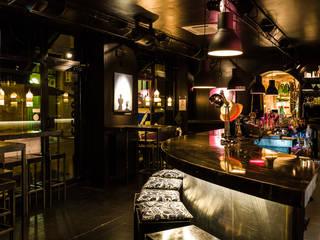 Interiors: Sala da pranzo in stile  di Black & White Studios Milano