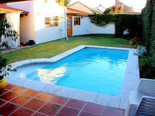 Modern pool by Piscinas Scualo Modern