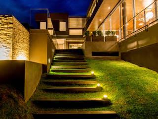 Casas modernas por Saez Sanchez. Arquitectos Moderno