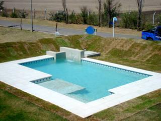 Piscinas familiares Moderne Pools von Piscinas Scualo Modern