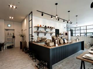 Kitchen by 디자인투플라이