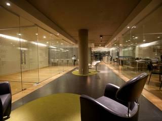 Nowoczesne domowe biuro i gabinet od Elías Arquitectura Nowoczesny