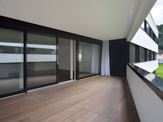 Modern Balkon, Veranda & Teras CarlosMartinez Architketen AG FH/FWB Modern