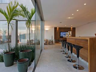 Residencia Serra dos Manacás: Cozinhas  por Manuela Senna Arquitetura e Design de Interiores