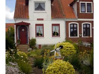 Giardino Danese: Giardino in stile  di Enrico Scarsi Fotografia