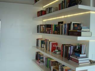 Luli Hamburger Arquitetura Pasillos, vestíbulos y escaleras de estilo moderno