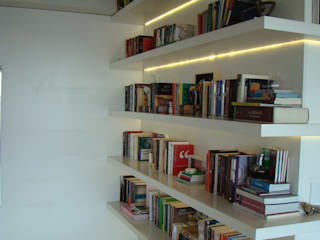 Luli Hamburger Arquitetura Коридор, прихожая и лестница в модерн стиле