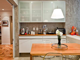 Kitchen by Ambienta Arquitetura